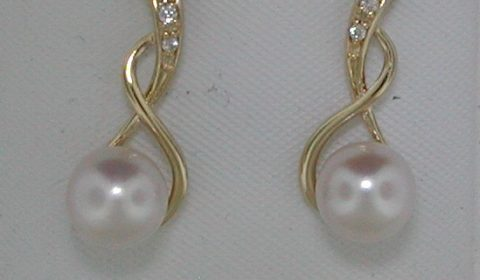 6.5-7mm pearl earrings in 14kt yellow gold with 6 diamonds =.03ct.  Style Y371109EYPC.  $625.00