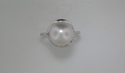 South Sea 11-11.5mm white pearl ring in 14kt white gold with 18 diamonds =.10ct. Style 950-0174.  $1600.00